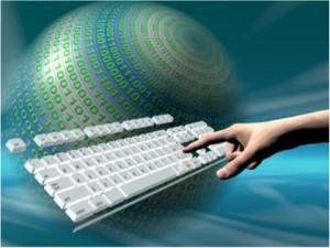 Imagen de un teclado y una mano
